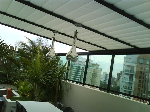 Você conhece as persianas de teto?
